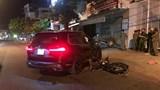 Ô tô BMW X7 lùi từ nhà ra đường, tông người đi xe máy tử vong