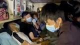 Xe cứu thương nhồi nhét 11 người để né chốt kiểm dịch