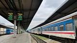 Ngành đường sắt tiếp tục tạm dừng chạy TPHCM đi miền Trung