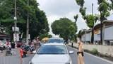 Hà Nội: Bị nhắc nhở, 3 người uống rượu lao vào đấm công an viên