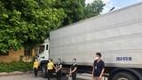 """Hà Nội: Phát hiện 4 công nhân trốn trên thùng xe """"luồng xanh"""" tại chốt kiểm dịch"""
