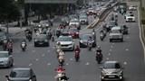 """Hà Nội: Phố xá đông xe cộ, Tổ cơ động mạnh kiểm tra giấy đi đường ở """"vùng đỏ"""""""