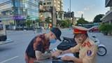 """Hà Nội: Người dân """"vô tư"""" vi phạm giao thông trong những ngày đầu nới lỏng giãn cách"""