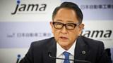 Giám đốc điều hành Toyota cảnh báo về sự thay đổi đột ngột sang xe điện
