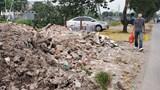 Hai bên vỉa hè sông Kim Ngưu bị chiếm dụng, xuống cấp nghiêm trọng
