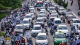 Hà Nội: Người dân ùn ùn đổ ra đường như chưa hề giãn cách