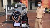 Bốc đầu xe máy, hai thanh niên bị phạt gần 11 triệu đồng