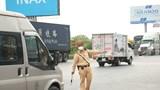 Phát hiện 3 xe tải chở người thông chốt kiểm dịch