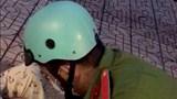 Chiến sĩ công an giúp một phụ nữ sinh con tại chốt kiểm dịch