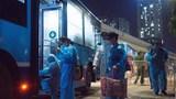 Cận cảnh di chuyển người dân ra khỏi ổ dịch Thanh Xuân Trung
