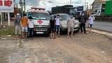 Xe cứu thương chở 6 người từ vùng dịch hòng thông chốt