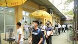 Hà Nội: Người dân xếp hàng dài chờ đăng ký xe