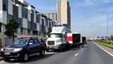 Lực lượng chức năng bắt giữ 2 xe container chở hàng không có giấy phép