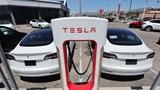 Các nhà sản xuất ô tô đang mất hàng tỷ USD để giải quyết các vấn đề về xe điện