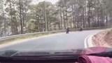 """[Video] Những pha ôm cua """"chết người"""" của phượt thủ"""
