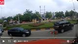 Taxi gây tai nạn vì thiếu quan sát khi vào vòng xuyến