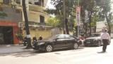 Ô tô dừng đỗ tràn lan trên phố Nguyễn Thượng Hiền
