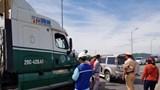 Xe container va chạm với xế hộp, QL1 ách tắc gần 5km