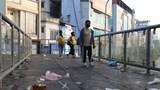 """Hà Nội: Nhếch nhác rác thải """"bủa vây"""" cầu bộ hành trên đường Hồ Tùng Mậu"""