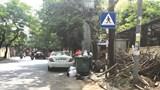 Vỉa hè phố Giang Văn Minh thành nơi tập kết rác