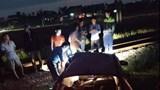 Ô tô bị tàu hỏa kéo lê 40m, tài xế may mắn thoát chết
