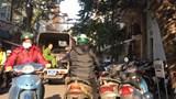 """Quận Ba Đình: Xe cộ đỗ """"bát nháo"""" tại phố Hoè Nhai"""