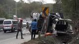 Xe container nổ lốp đâm trực diện xe khách, 7 người nhập viện