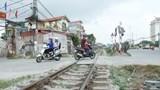 Hà Nội: 363 lối đi tự mở qua đường sắt sẽ do các quận, huyện trực tiếp quản lý