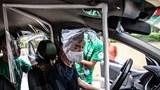 Taxi công nghệ ở Hà Nội lắp vách ngăn phòng Covid-19: Có thực sự yên tâm?