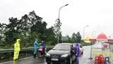 [Ảnh] Không quản nắng mưa, nguy hiểm tại các chốt cửa ngõ xa nhất Thủ đô