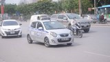 Kiên quyết thực hiện quy hoạch hạn chế cấp phù hiệu cho taxi ngoại tỉnh