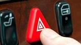Lợi dụng đèn khẩn cấp dừng đỗ không đúng nơi quy định vẫn có thể bị xử phạt