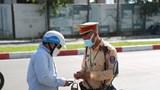 Đang bị tạm giữ giấy phép lái xe có được điều khiển phương tiện không?
