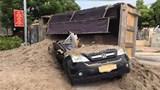 Đan Phượng: Xe tải chở cát đè bẹp ô tô con