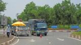 Chỉ kiểm tra phương tiện vận chuyển hàng hóa thiết yếu tại các điểm giao, nhận