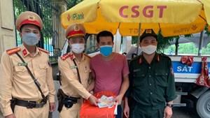 Nam thanh niên đánh rơi tiền viện phí chữa bệnh, được lực lượng 141 giúp đỡ