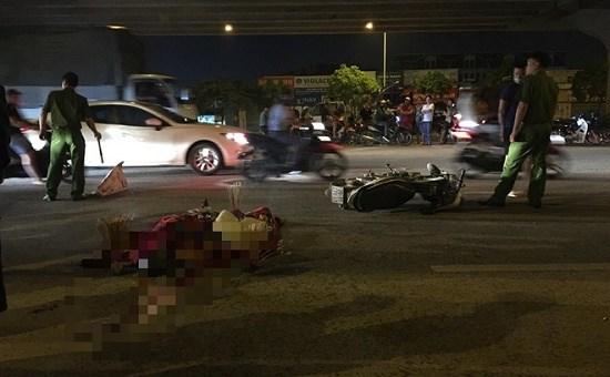 Hà Nội: Truy tìm xe máy đi ngược chiều tông chết người rồi bỏ trốn - Ảnh 1