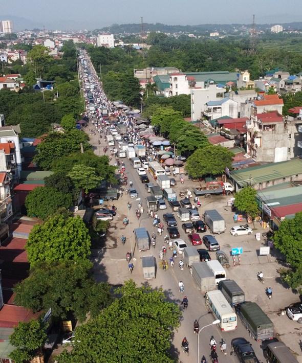 Dù cách trung tâm Hà Nội gần 20km, nhưng cầu Mai Lĩnh vẫn ùn tắc kéo dài giờ cao điểm - Ảnh 11.