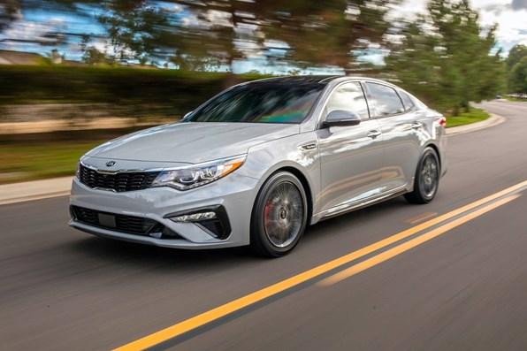 Giá xe ôtô hôm nay 30/7: Kia Optima giảm 50 triệu đồng