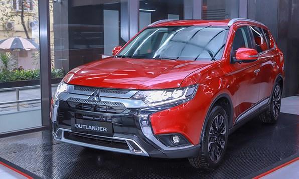 Giá xe ôtô hôm nay 10/8: Mitsubishi Outlander ưu đãi quà tặng và gói du lịch 40 triệu đồng