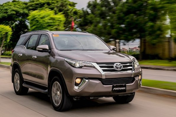Giá xe ôtô hôm nay 3/9: Toyota Fortuner dao động từ 1,033 - 1,354 tỷ đồng