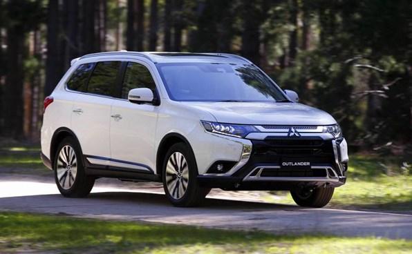 Giá xe ôtô hôm nay 28/9: Mitsubishi Outlander tặng phụ kiện và bảo hiểm vật chất