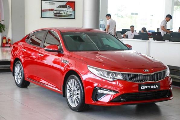 Giá xe ôtô hôm nay 13/10: Kia Optima tặng phụ kiện chính hãng