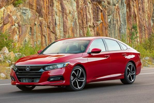 Giá xe ôtô hôm nay 18/10: Honda CR-V dao động từ 998-1.118 triệu đồng