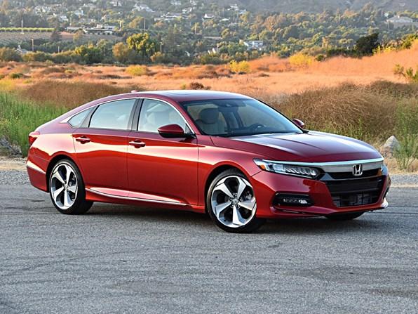 Giá xe ôtô hôm nay 1/12: Honda Accord có giá 1.319-1.329 triệu đồng