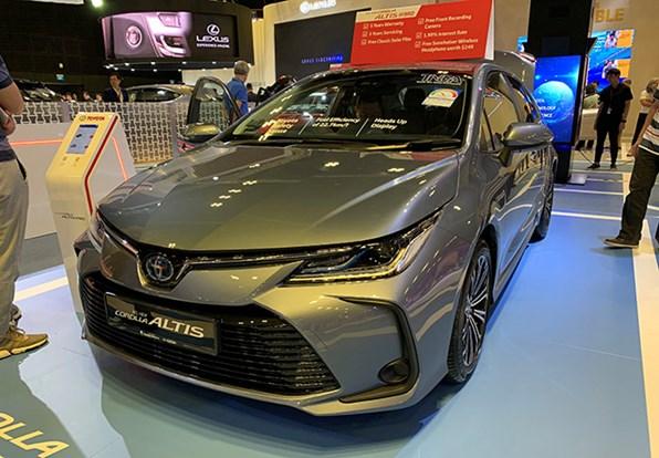 Giá xe ôtô hôm nay 13/12: Toyota Corolla Altis thấp nhất 733 triệu đồng
