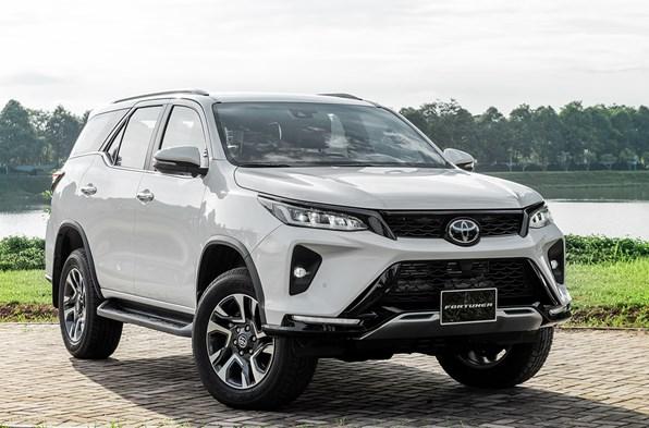 Giá xe ôtô hôm nay 26/12: Toyota Fortuner dao động từ 995 - 1.426 triệu đồng