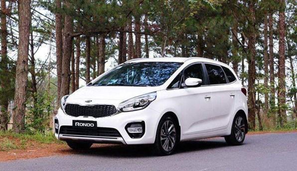 Giá xe ôtô hôm nay 5/1: Kia Rondo thấp nhất 559 triệu đồng