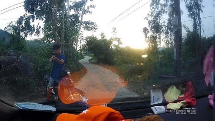 Quảng Nam: Công an vào cuộc xác minh clip người đàn ông chĩa súng vào tài xế ô tô