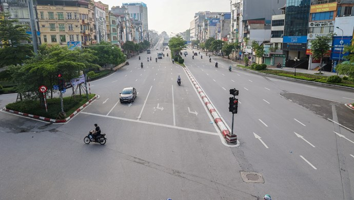 Hà Nội tăng cường kiểm tra, xử lý người dân ra khỏi nhà không có lý do chính đáng
